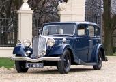 <h5>Triumph 14/60 Vitesse 6-Light Saloon</h5><p>Bj. 1936, 1.767 ccm, 65 PS Laut Triumph Pre-1940-Register nur noch 2 Stück weltweit.</p>